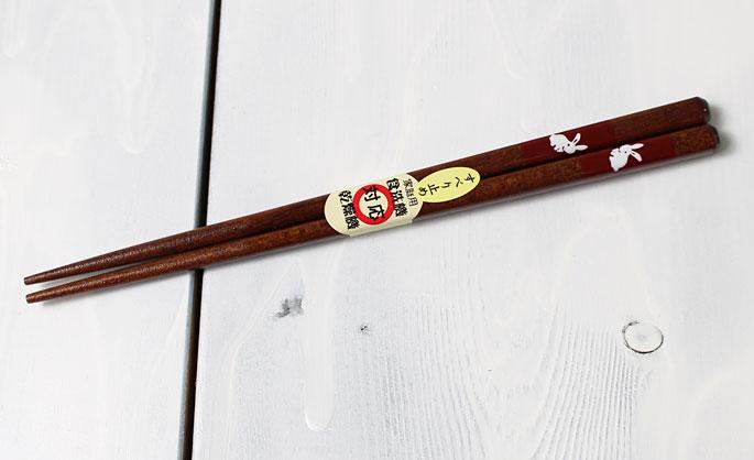 【竹の箸をプレゼントや贈り物に/京都から販売】短い子供用箸(うさぎ赤/滑り止め付き)木製・女の子用:説明1