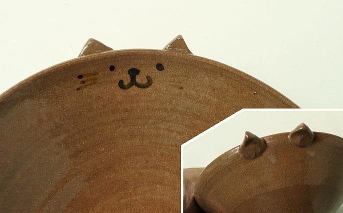 「道半の小皿-品番2(赤茶・猫耳付きキャラクター皿)」 正面