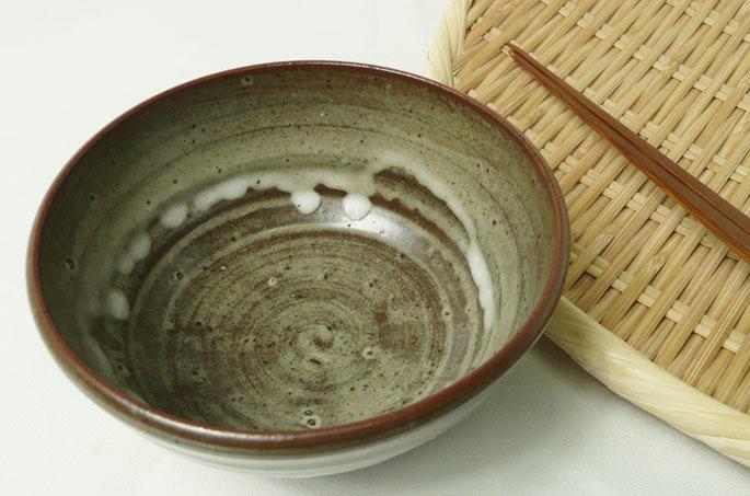 ご飯茶碗「あずき/釉だれ白・小豆色」の正面画像