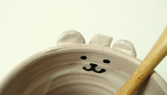 シンプルな猫?ちゃんが描かれたカップです。