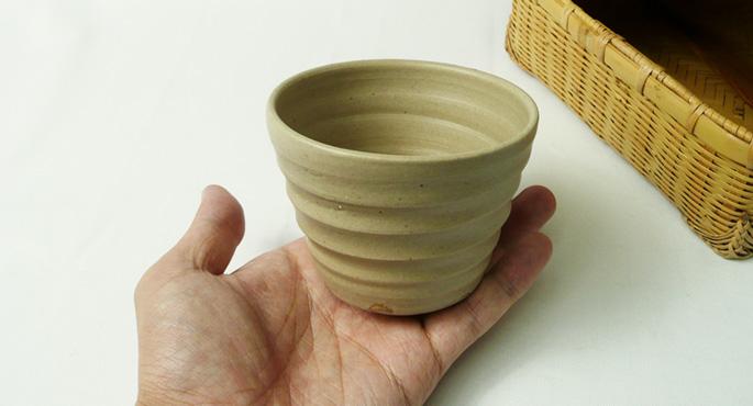「粘土ちょこ/シンプル・茶」手に持った様子