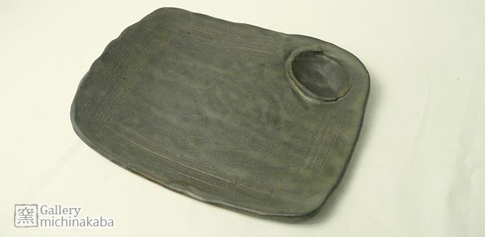 【プレート皿/焼き魚】「道半ばの四角いプレート皿/たれ入れ付き」刺身やトンカツに最適:説明1