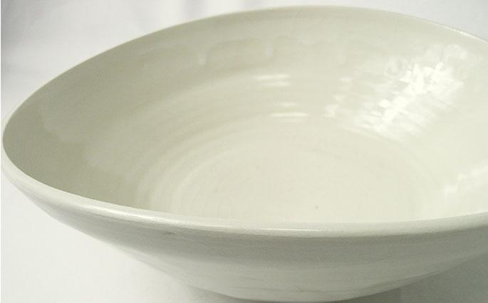 「シェルホワイト」貝殻をイメージした/サラダ、洋風パスタ皿ボール 正面